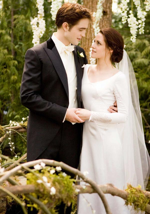 twilight-breaking-dawn-bella-swan-wedding-dress
